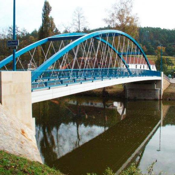 building-up of bridge in Zářečí across Lužnici