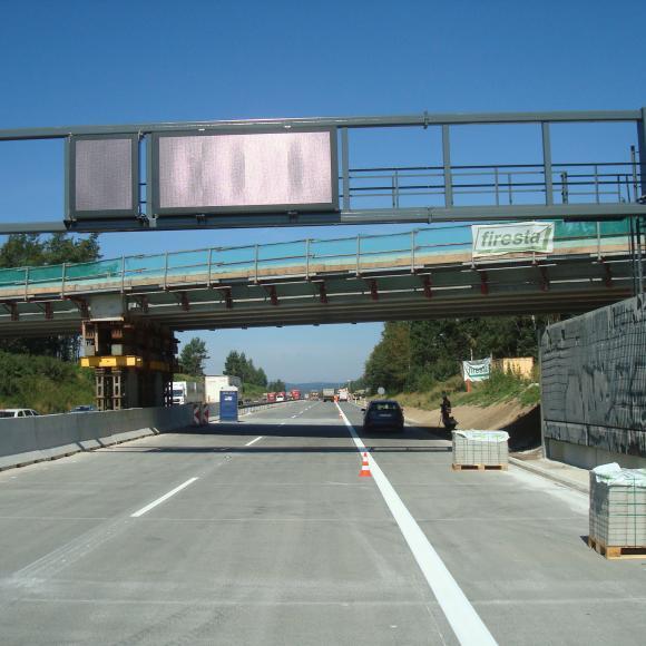 Modernizace D1 - úsek 15 - Portál dopravního značení